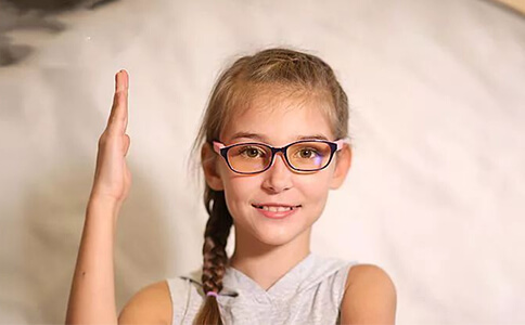 You should know the five benefits of wearing glasses